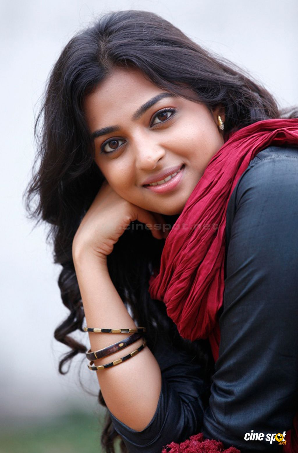 radhika apte cute stills (4)