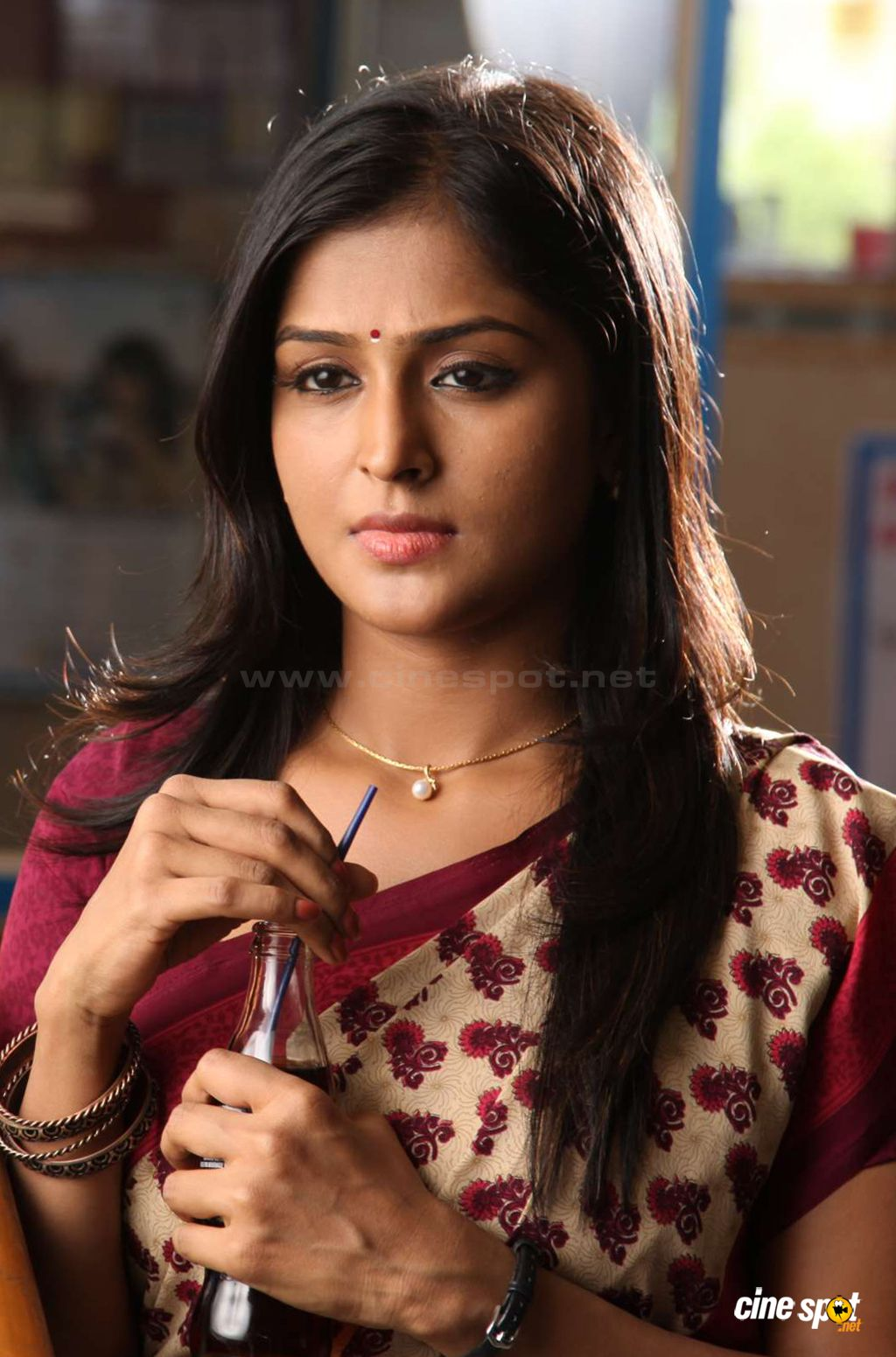 ramya nambeesan new stills (2)