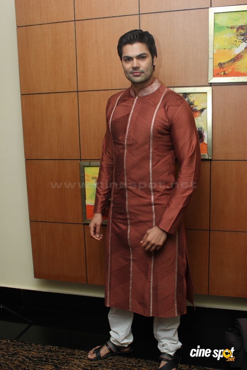 Ganesh Venkatraman Photos