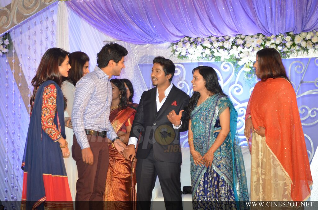 Vineeth Sreenivasan Wedding Reception Photos 17