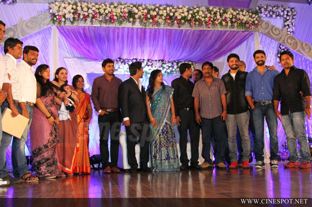 Vineeth Sreenivasan Wedding Reception Photos 42