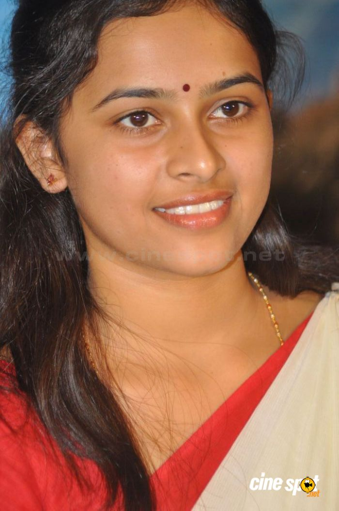 Sri Divya New Stills (6)