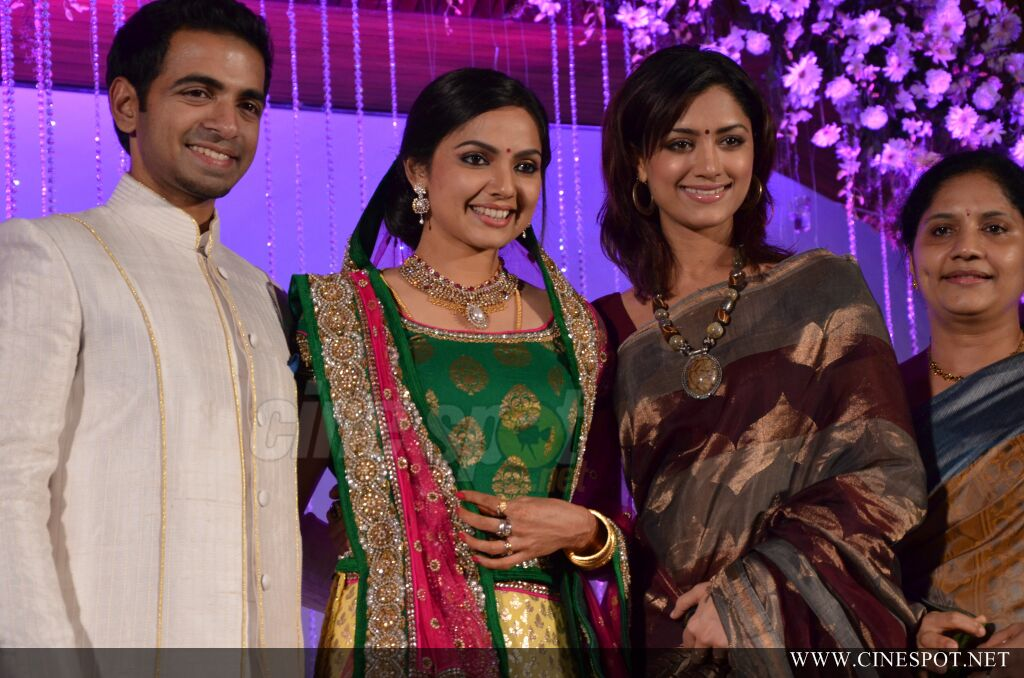 Samvritha sunil reception photos (20)