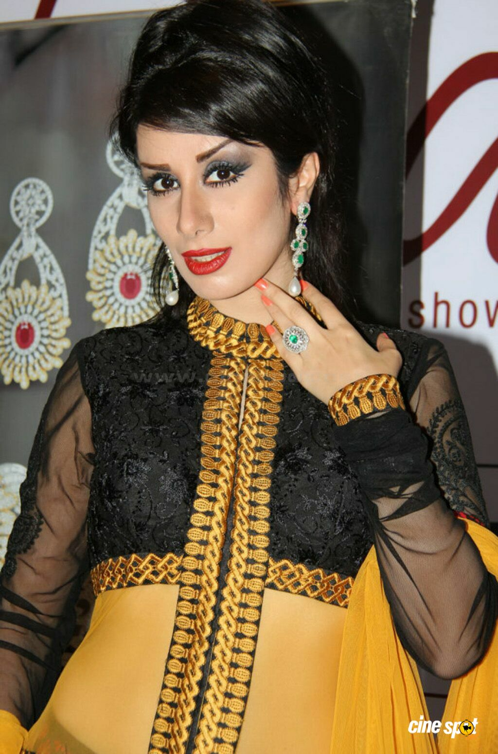 Nazia at Times Gehena Jewellery and Bridal Exhibition (8)