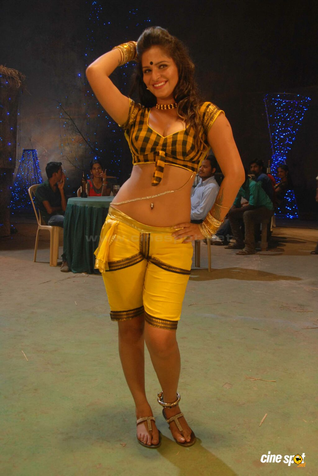 neha item dance in Savaal film (4)