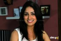 Yami Gautam New Hot Stills (15)