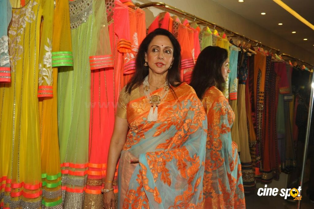 Hema Malini Latest Saree Photos (4)