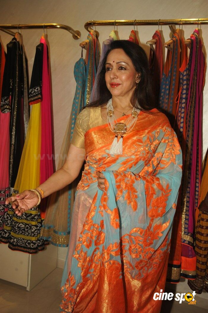 Hema Malini New Saree Stills (1)