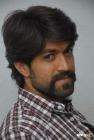 Yash at Raja Huli Press Meet (7)