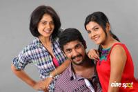 Oru Kanniyum Moonu Kalavaanigalum Movie Photos