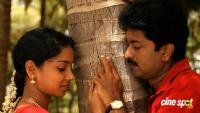 En Nenjai Thottaaye Movie Stills (7)
