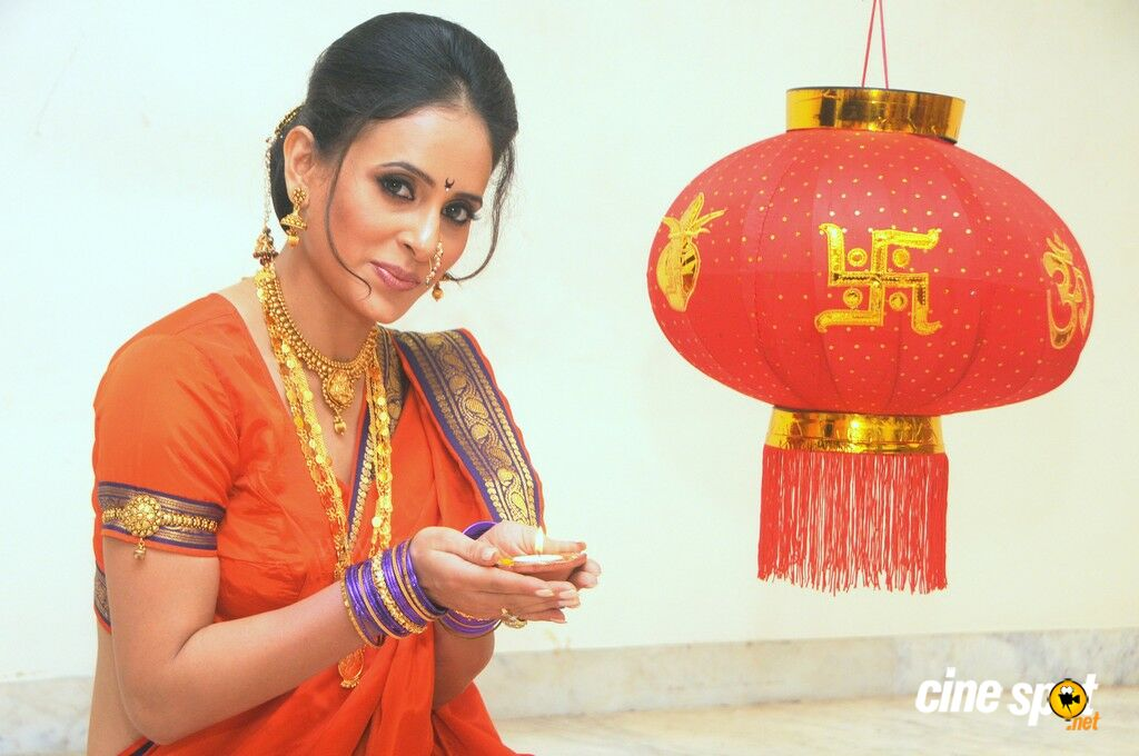 Shweta Khanduri Exclusive Diwali Photos (1)