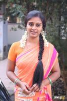 Latha Rao at Kadikhara Manithargal Location Stills (2)