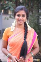 Latha Rao at Kadikhara Manithargal Location Stills (3)