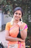 Latha Rao at Kadikhara Manithargal Location Stills (4)