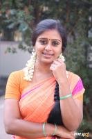 Latha Rao at Kadikhara Manithargal Location Stills (5)