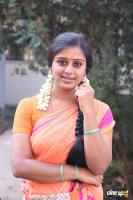 Latha Rao at Kadikhara Manithargal Location Stills (6)