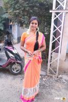 Latha Rao at Kadikhara Manithargal Location Stills (7)