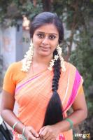 Latha Rao at Kadikhara Manithargal Location Stills (8)