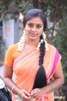 Latha Rao at Kadikhara Manithargal Location Stills (9)
