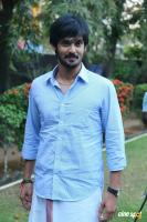 Nakul at Tamiluku En Ondrai Aluthavum Team Interview (8)