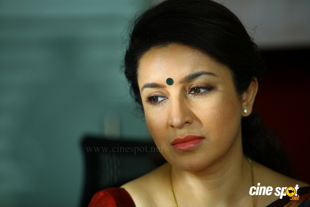 tisca chopra navel
