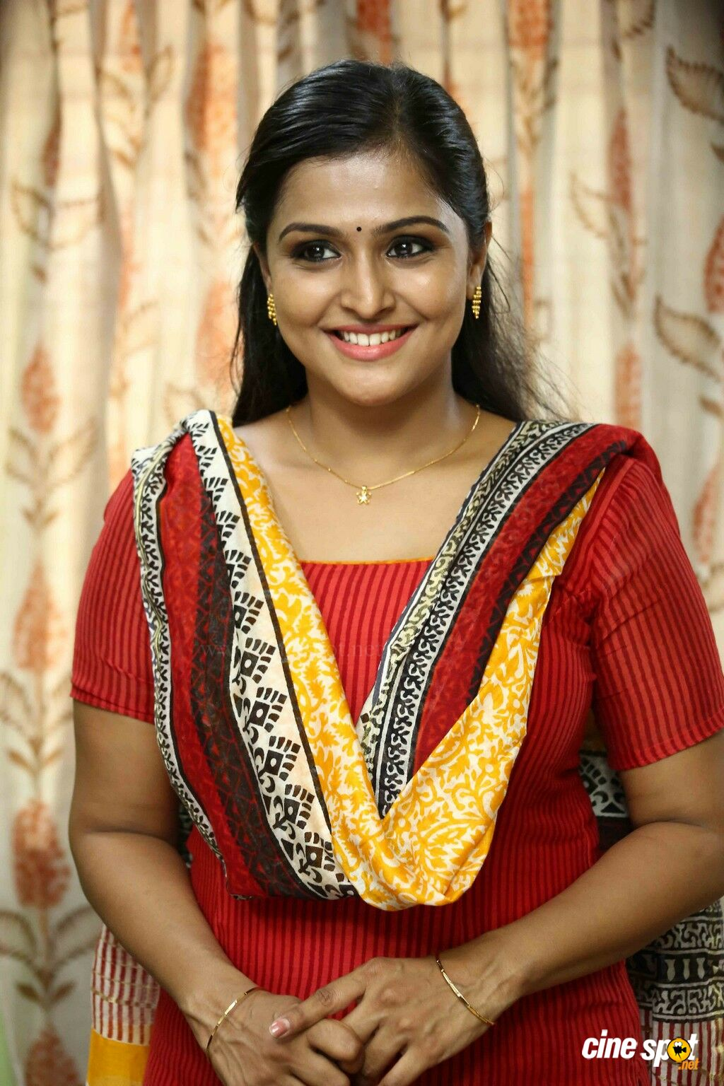 ramya nambeesan latest stills (4)