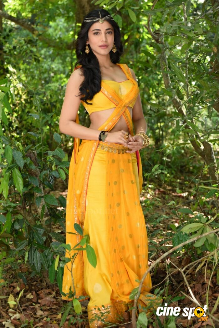 Shruti Haasan In Puli 4