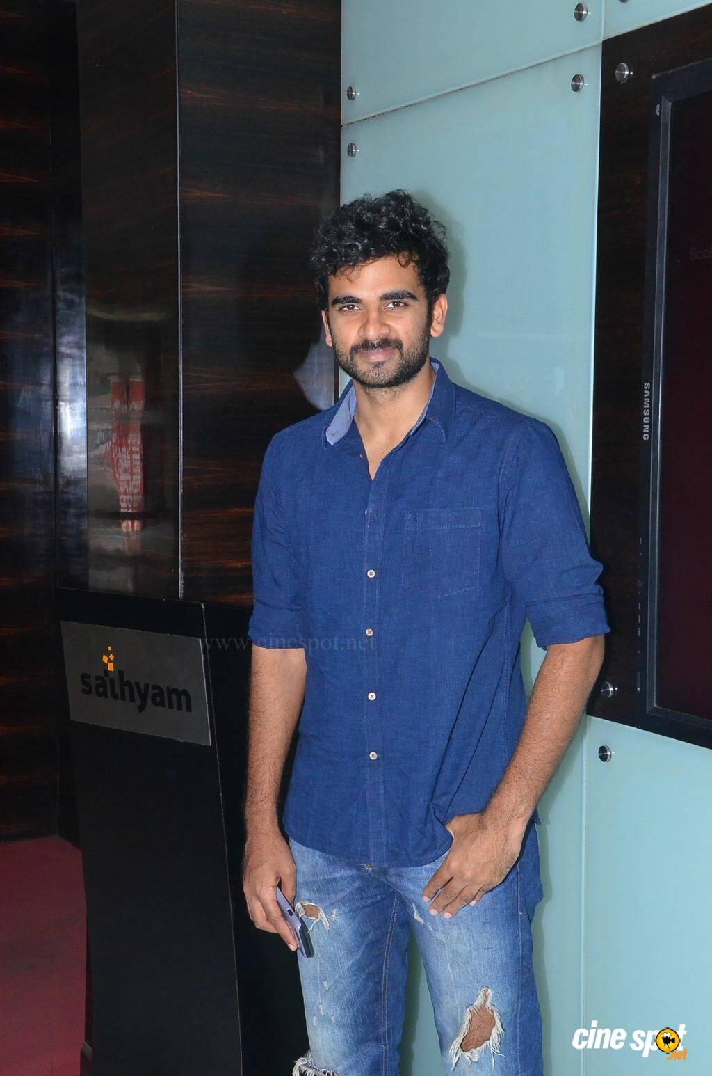 Ashok Selvan at Savaale Samaali Press Show (10)