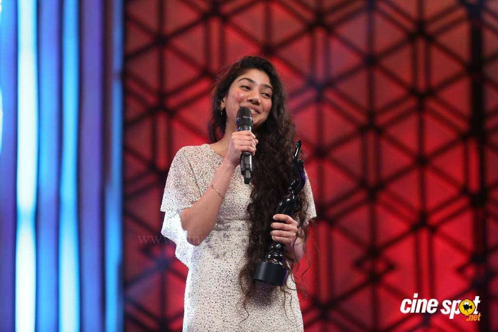 Sai Pallavi at Filmfare Awards 2016 (7)