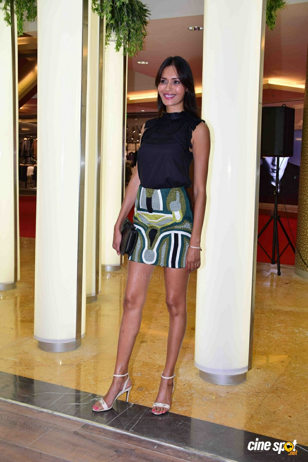 Ujjwala Raut At H&M Store (7)