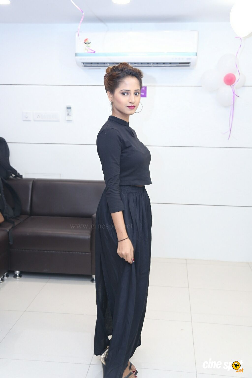 Srushti Salekar at Natural Launches Family Beauty Salon (8)