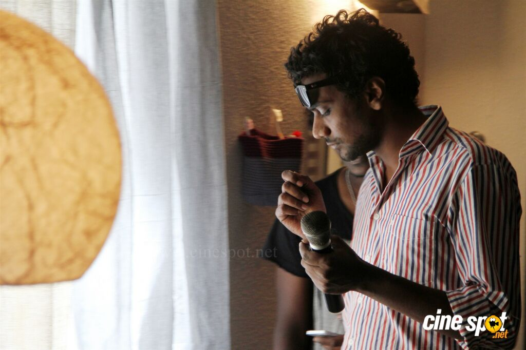 Puriyaadha Pudhir Working Stills (4)