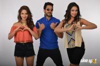 Kadaisi Bench Karthi Tamil Movie Photos