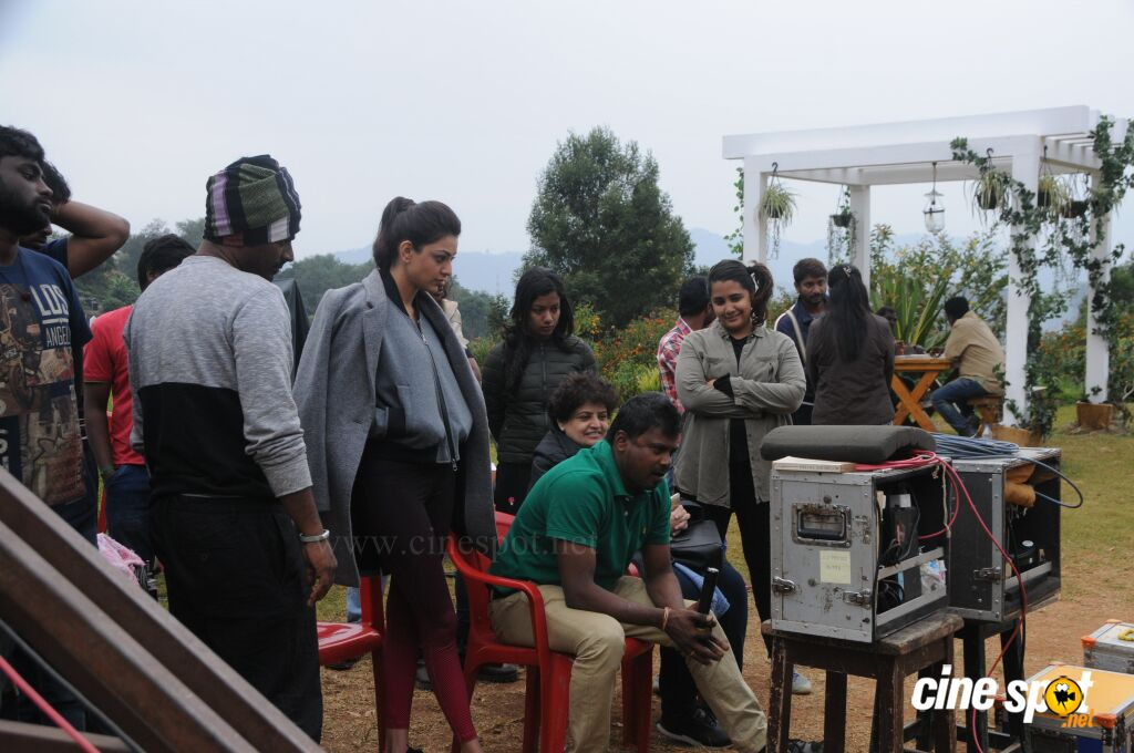 Kavalai Vendam On Location (6)