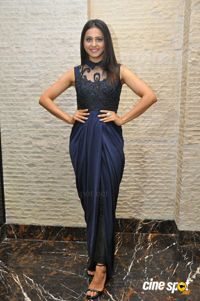 Rakul Preet Singh at Dhruva Salute To Audience Press Meet (10)