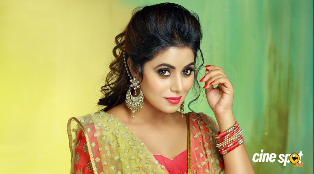 Actress Poorna Photos (5)