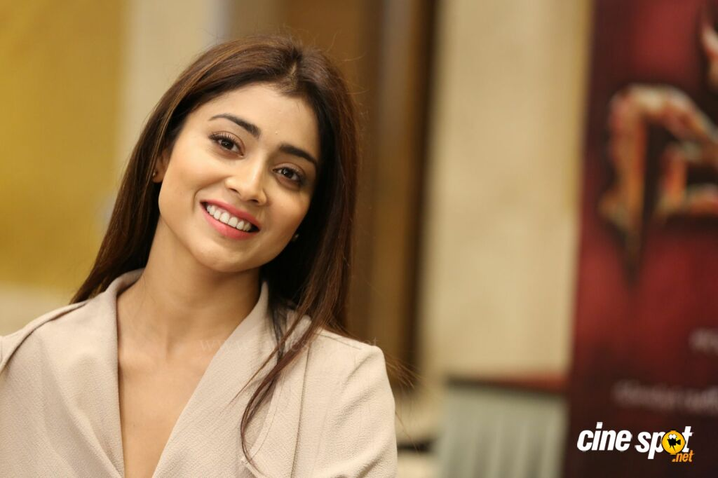 Shriya Saran Latest Stills (17)