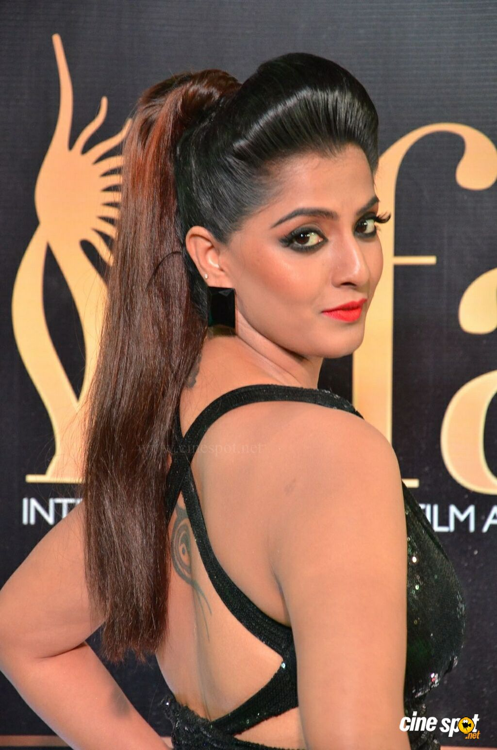 Varalaxmi at IIFA Utsavam 2017 (10)