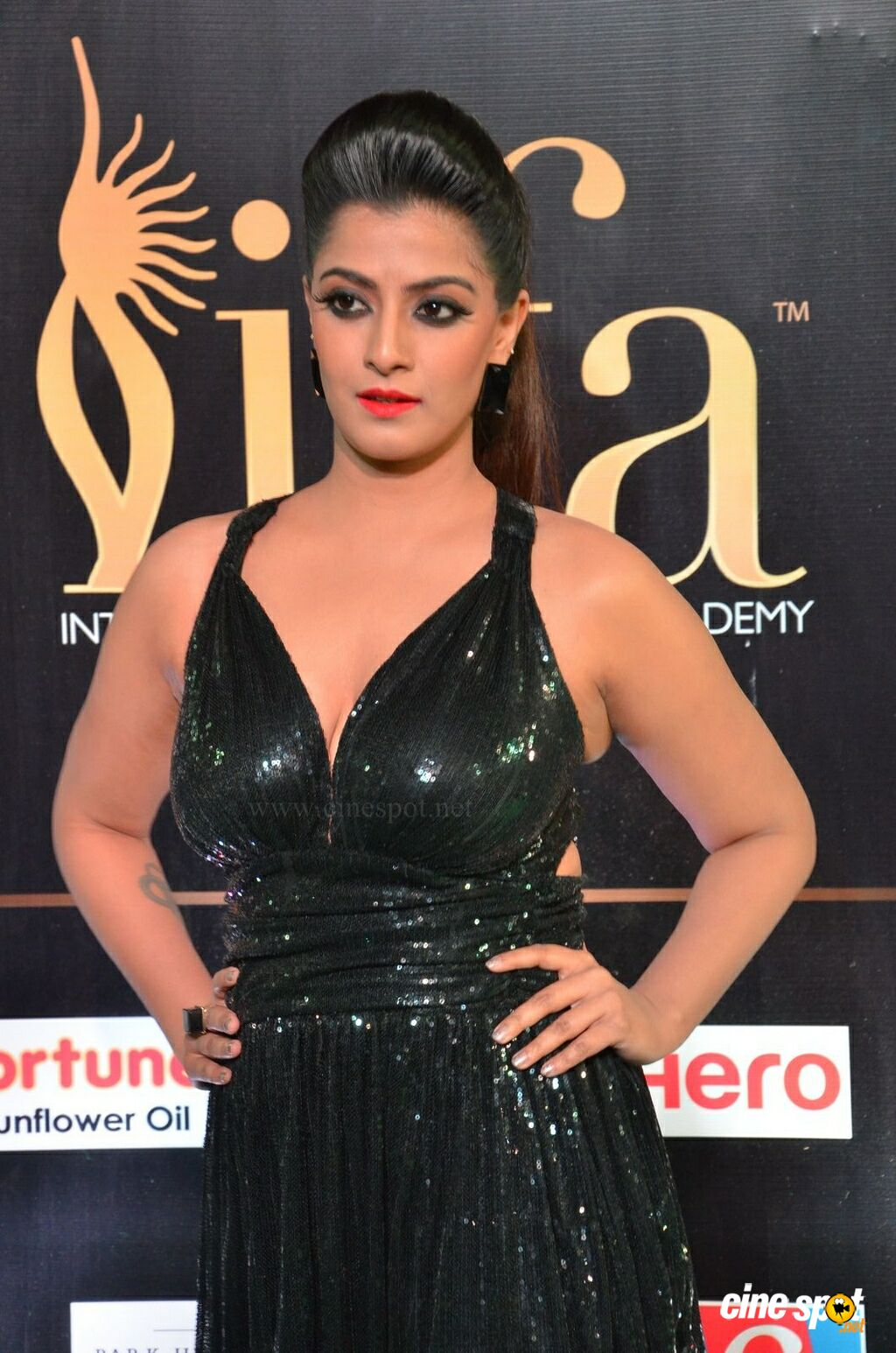Varalaxmi at IIFA Utsavam 2017 (7)