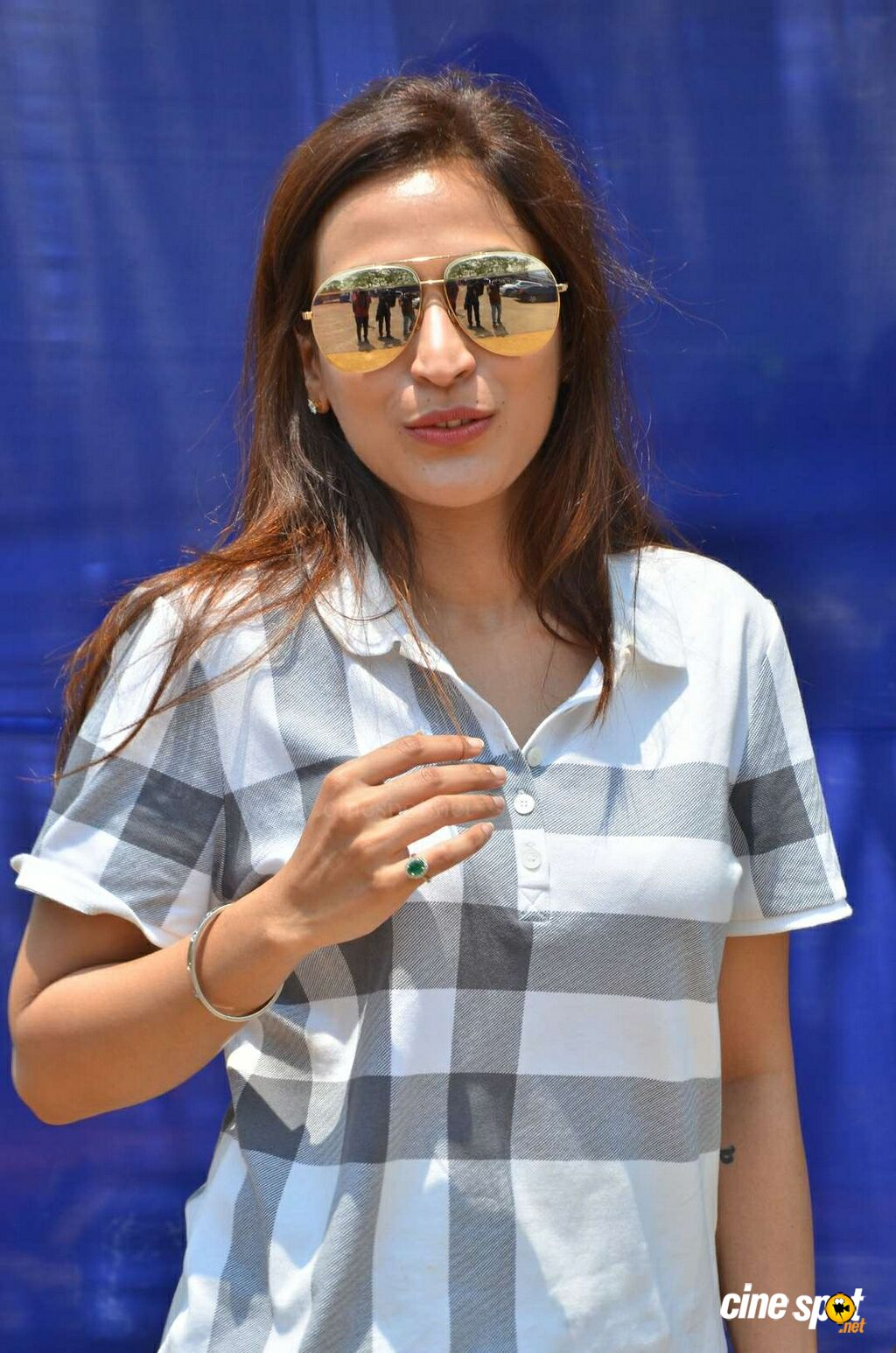 Aishwarya R Dhanush New Photos (3)