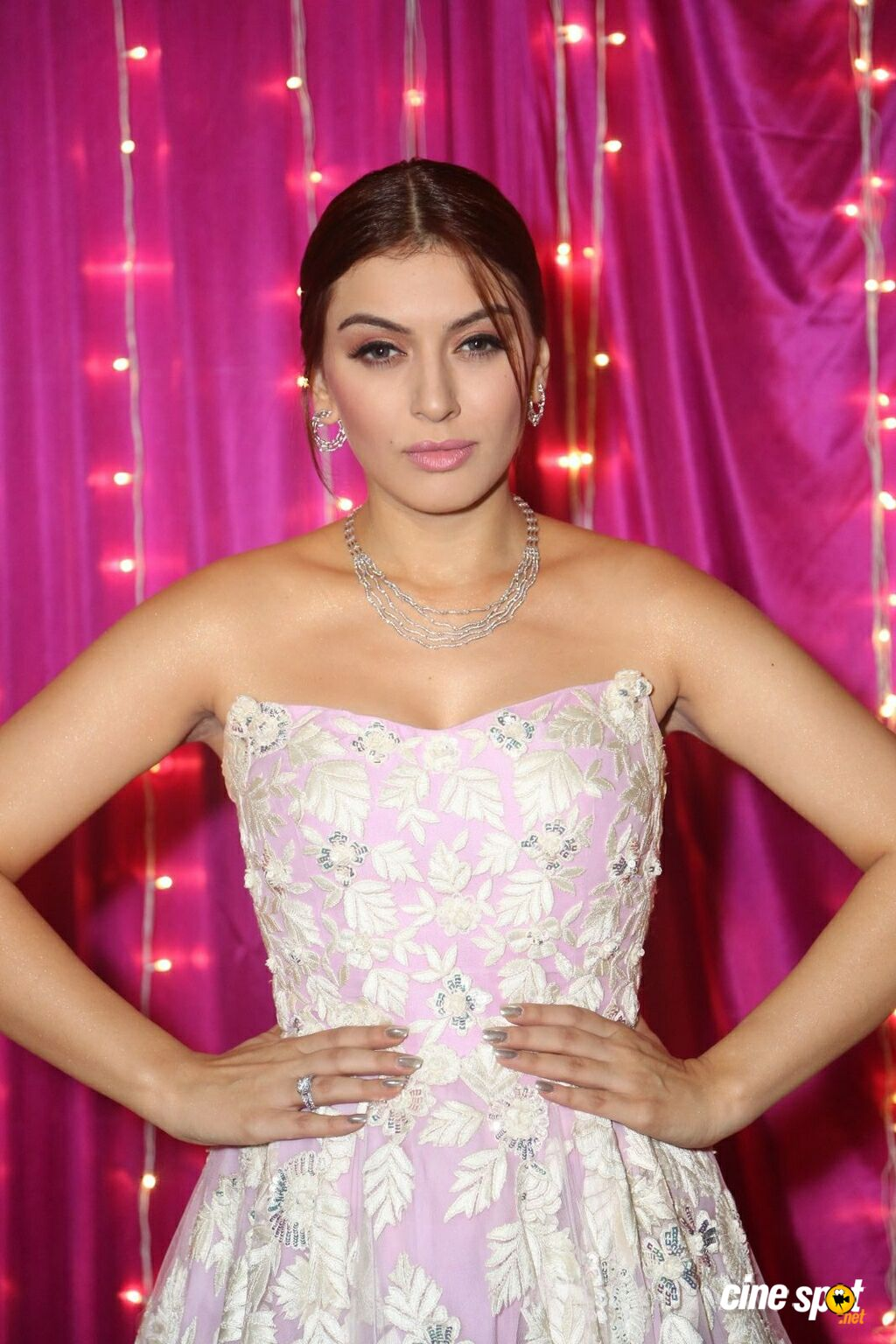 Hansika at Zee Telugu Apsara Awards (6)