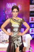Shriya Saran at Zee Telugu Apsara Awards (2)