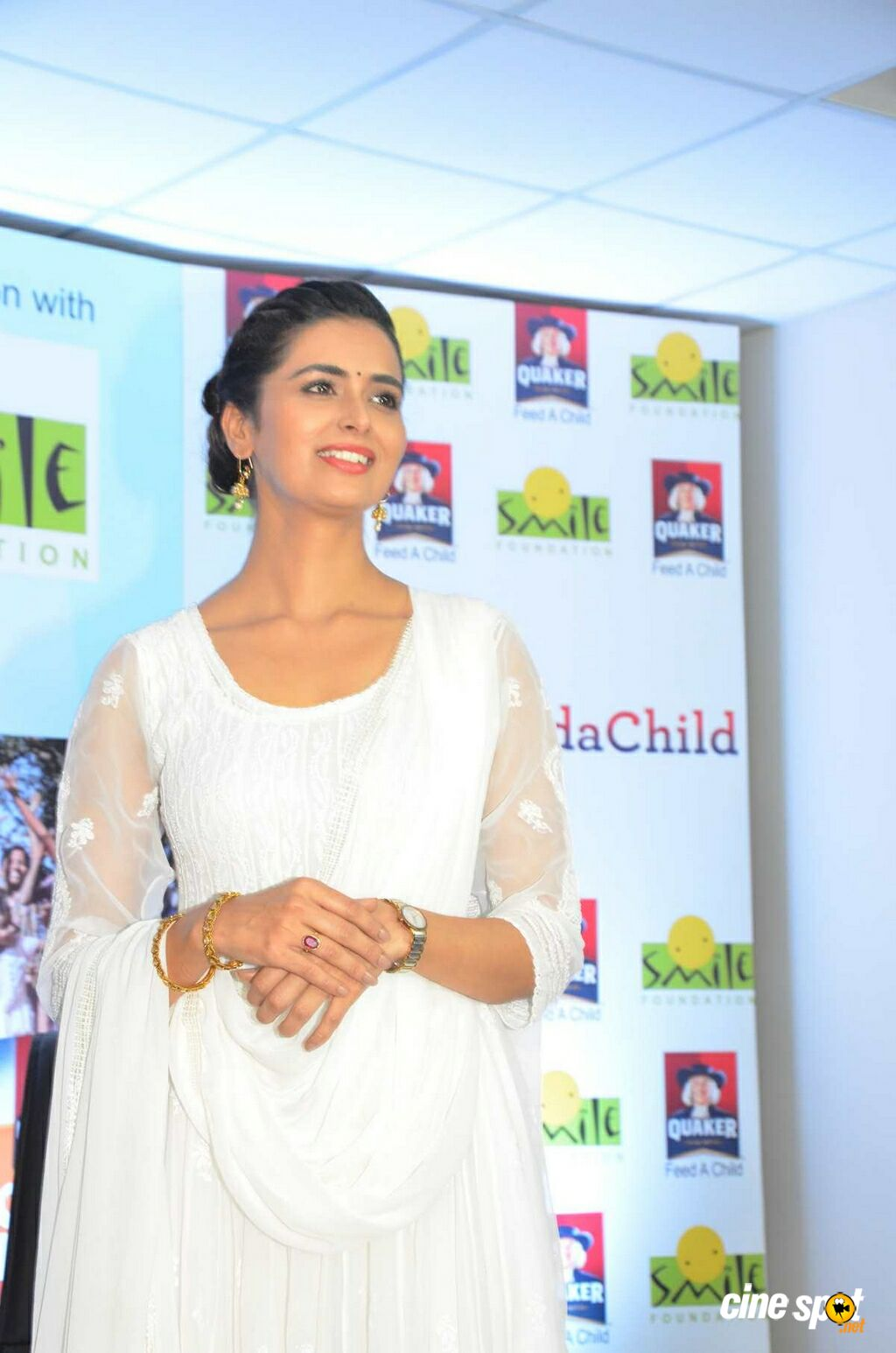 Meenakshi Dixit Latest Photos (5)