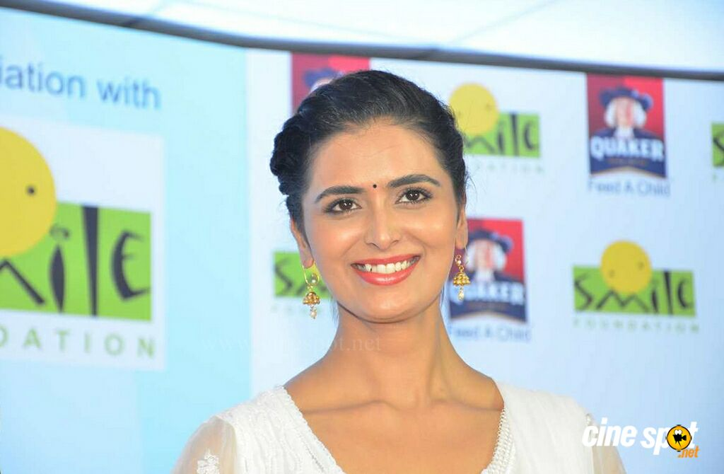 Meenakshi Dixit Latest Photos (8)