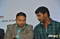 Vishal Launches HowdyDo Messaging App (25)