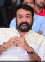 Mohanlal at Munthirivallikal Thalirkkumbol 101 Days Celebration (4)