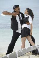 Aa okkadu telgu movie photos (28)