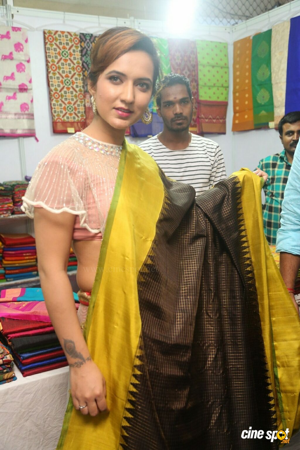 Aafia Bhardwaj Launches Indian Silk Expo (18)