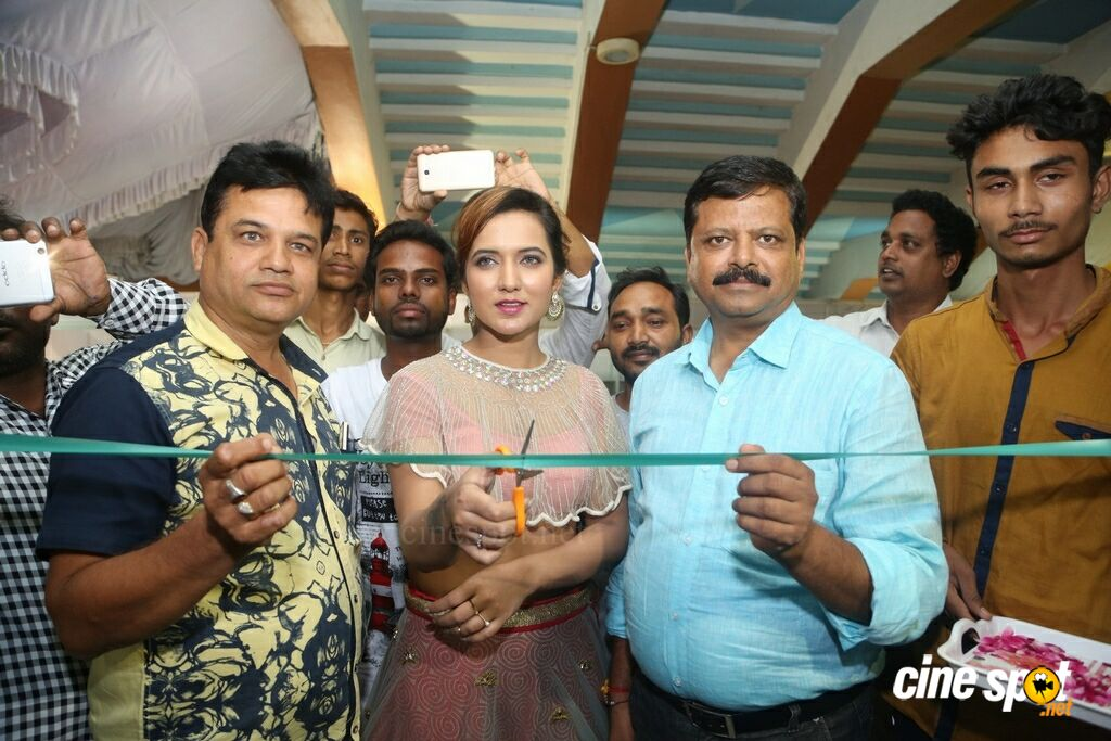 Aafia Bhardwaj Launches Indian Silk Expo (8)